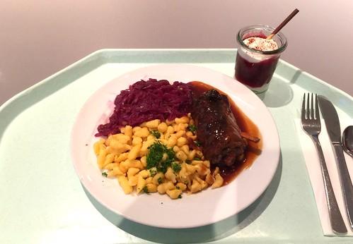Beef roulade with red wine sauce, spaetzle & red cabbage / Rinderroulade mit Rotweinsauce, Spätzle & Blaukraut