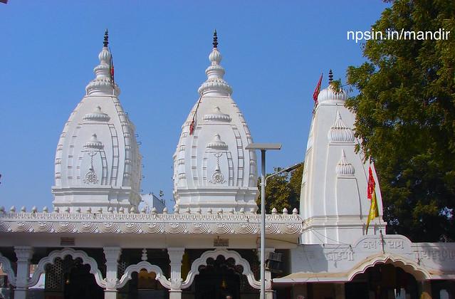 Devotees offer gud ki bheli(गुड़ की भेली) and chaddar as manokamana poorn prashad, around 1500 to 2000 bheli offerd daily in this temple.