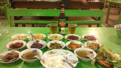 kan-daw-gyi-dinner