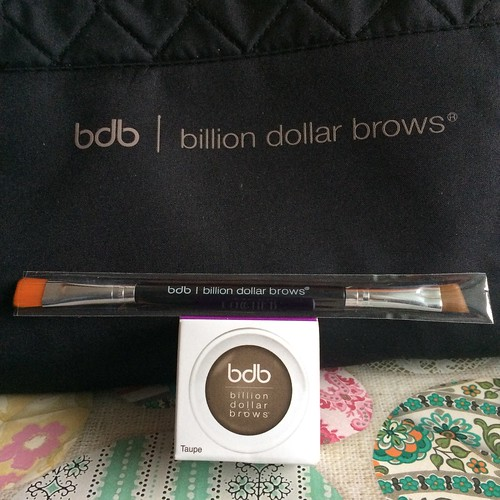 The latest Clogger plethora of free blogger goodies. Sadly, I almost never wear makeup so don't even know what some of this is/does. But it is so pretty.