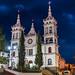 Church by night  at Mazamitla Mexico por Arturo Plauchu