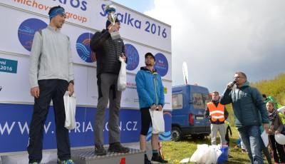 Pražský pohár na Skalce lámal rekordy, i když se papoušci podivovali sněhu