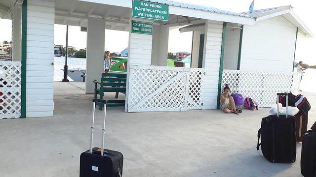 Esperando para hacer el paso de frontera a Belize.
