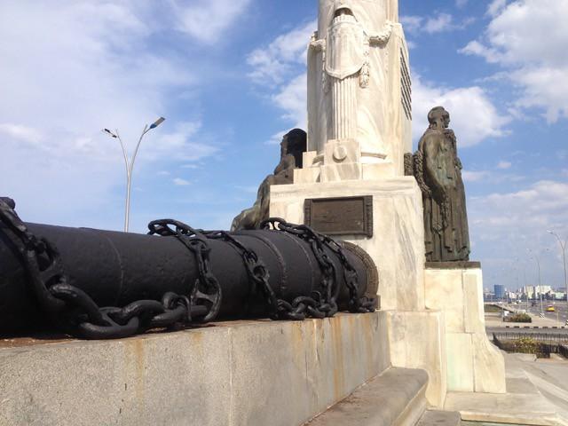 #Cuba Monumento al Maine fue limpiado y sus cadenas pintadas por visita de #ObamaCuba