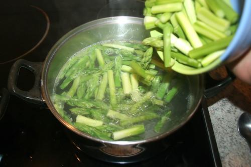 29 - Spargel kochen / Cook asparagus