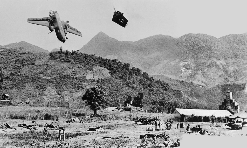 the containment policy of the united states and its involvement in the vietnam war The vietnam war (1965-1973) was a conflict fought in south vietnam between the government forces, aided by the united states, and the guerrilla forces, backed by the predominantly communist north vietnam.