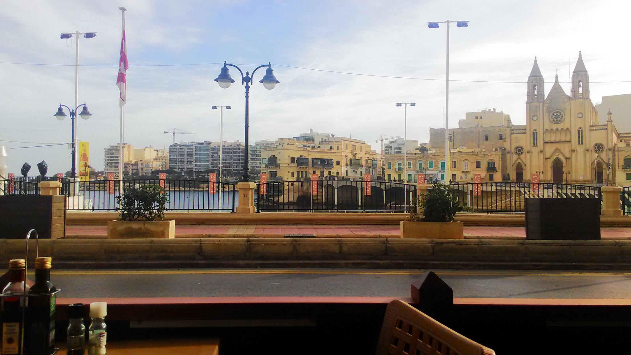 Vista dal Cafè sotto l'Hotel - St Julians Bay