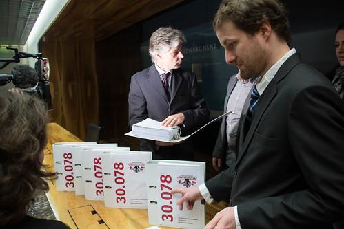 Übergabe 30.078 Unterschriften gegen das Staatsschutzgesetz