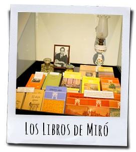 Enkele van de bekende boeken van Miró die zo'n jaar of tien zijn vakantie in Polop doorbracht