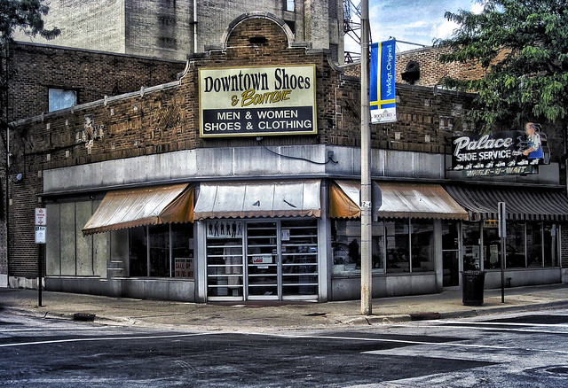 Rockford Illinois  ~  Downtown Shoes and Boutique ~ Palace Shoe Service ~  Historic District ~  Old Neon Sign