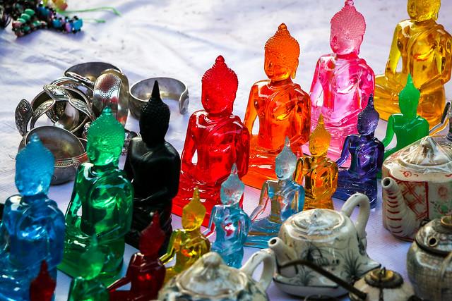 Colorful glass buddha figurines, Luang Prabang, Laos ルアンパバーン、カラフルなガラスの仏陀