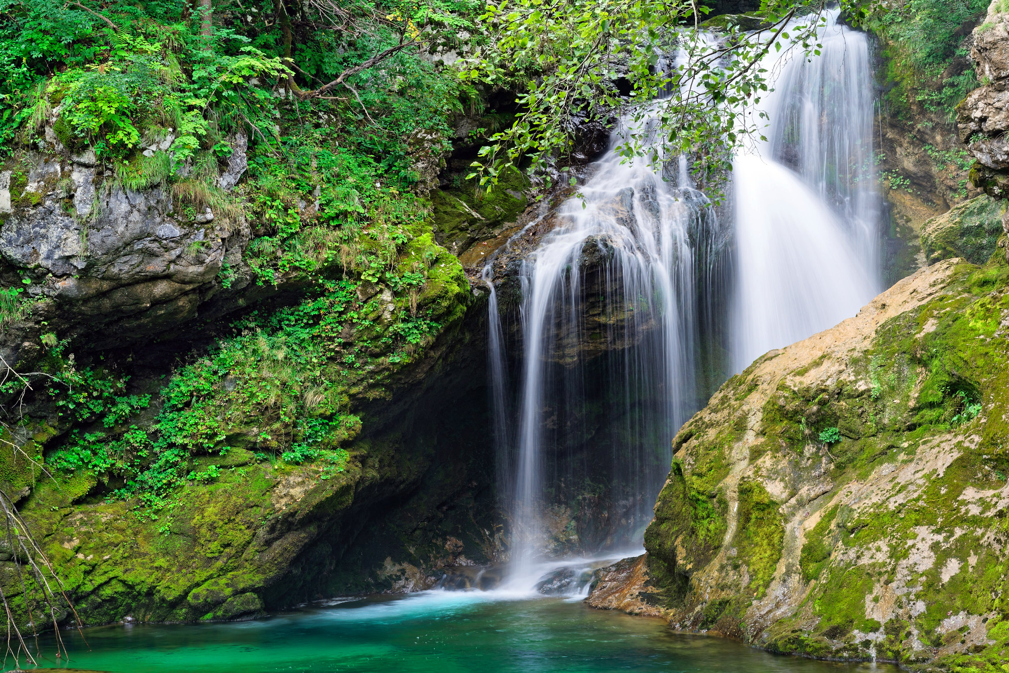 Šum waterfall, Slovenia [2048x1366]