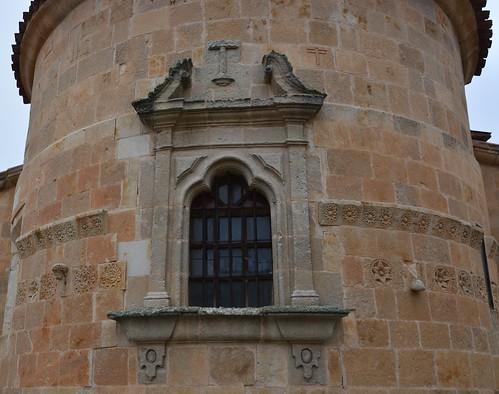 Almenara de Tormes (Salamanca). Santa María la Mayor. Ábside. Detalle