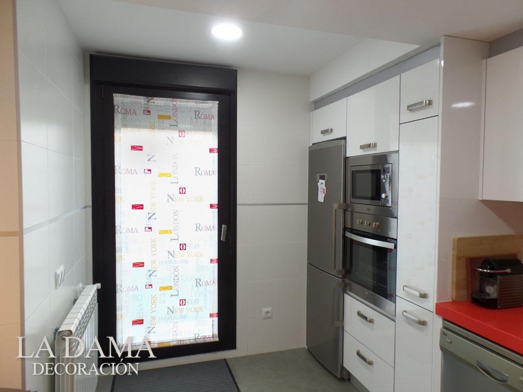 Fotograf as de cortinas de cocina for Estores de cocina modernos