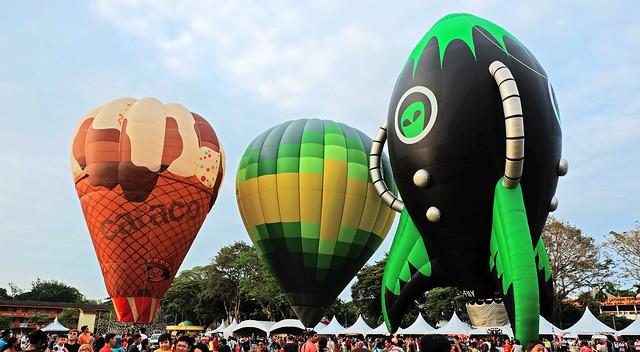 Various hot air ballon