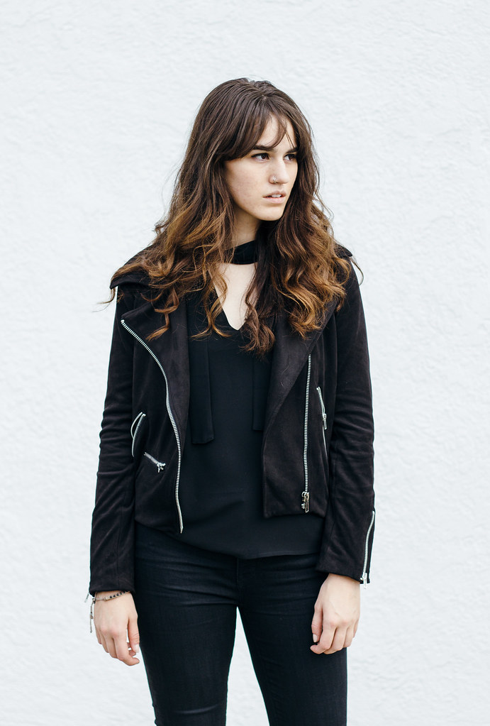 minimal black outfit