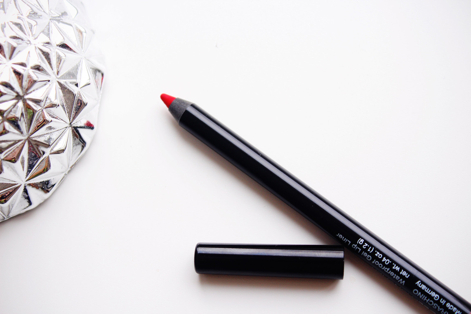 Water proof lip liner in red Model Launcher