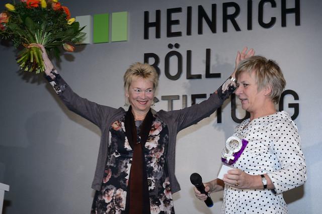 Dr. Gisela Burckhardt (Frauenrechtsaktivistin, FEMNET e.V.), Barbara Unmüßig (Vorst. Heinrich-Böll-Stiftung und Vorsitzende der Jury) Foto: Stephan Röhl