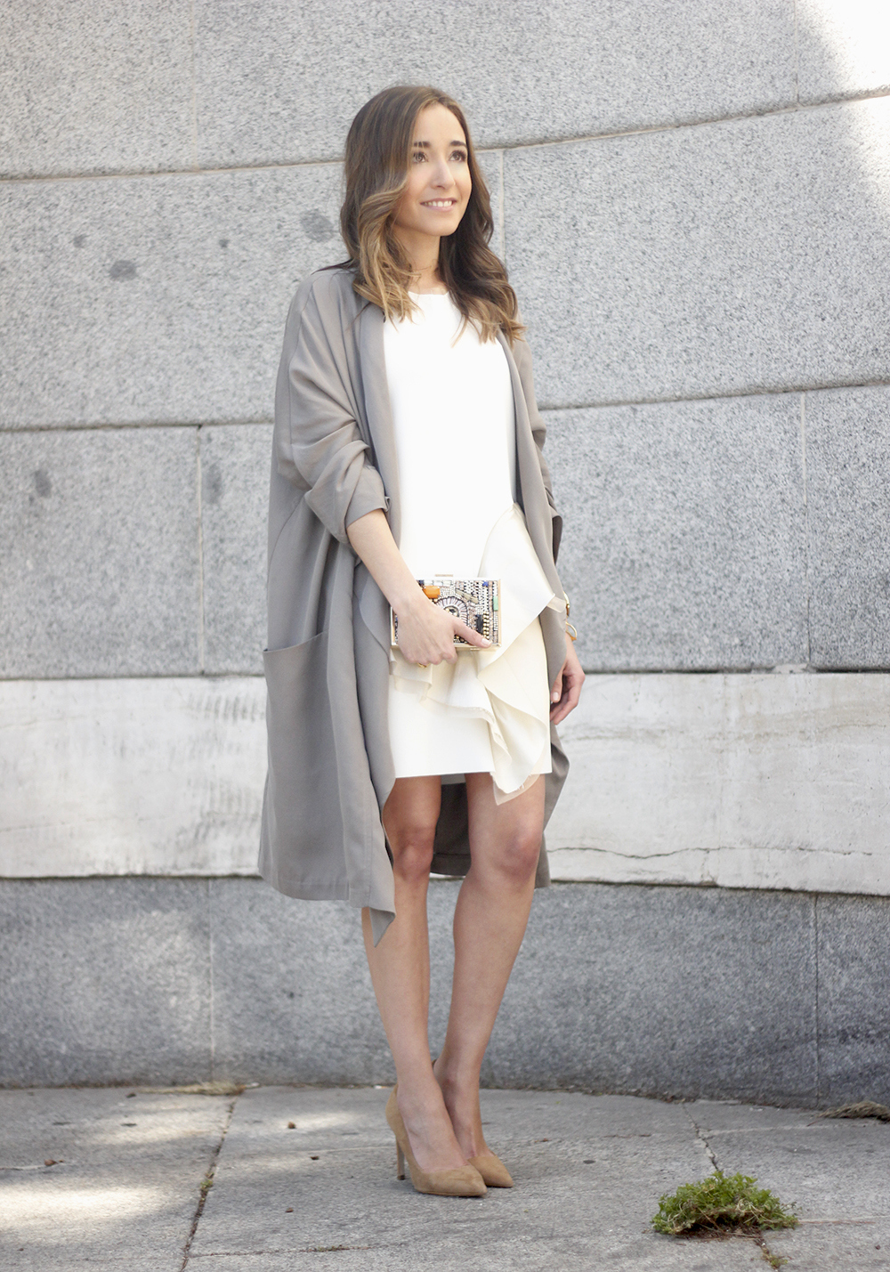 White dress with ruffles trench nude heels clutch accessories outfit style03