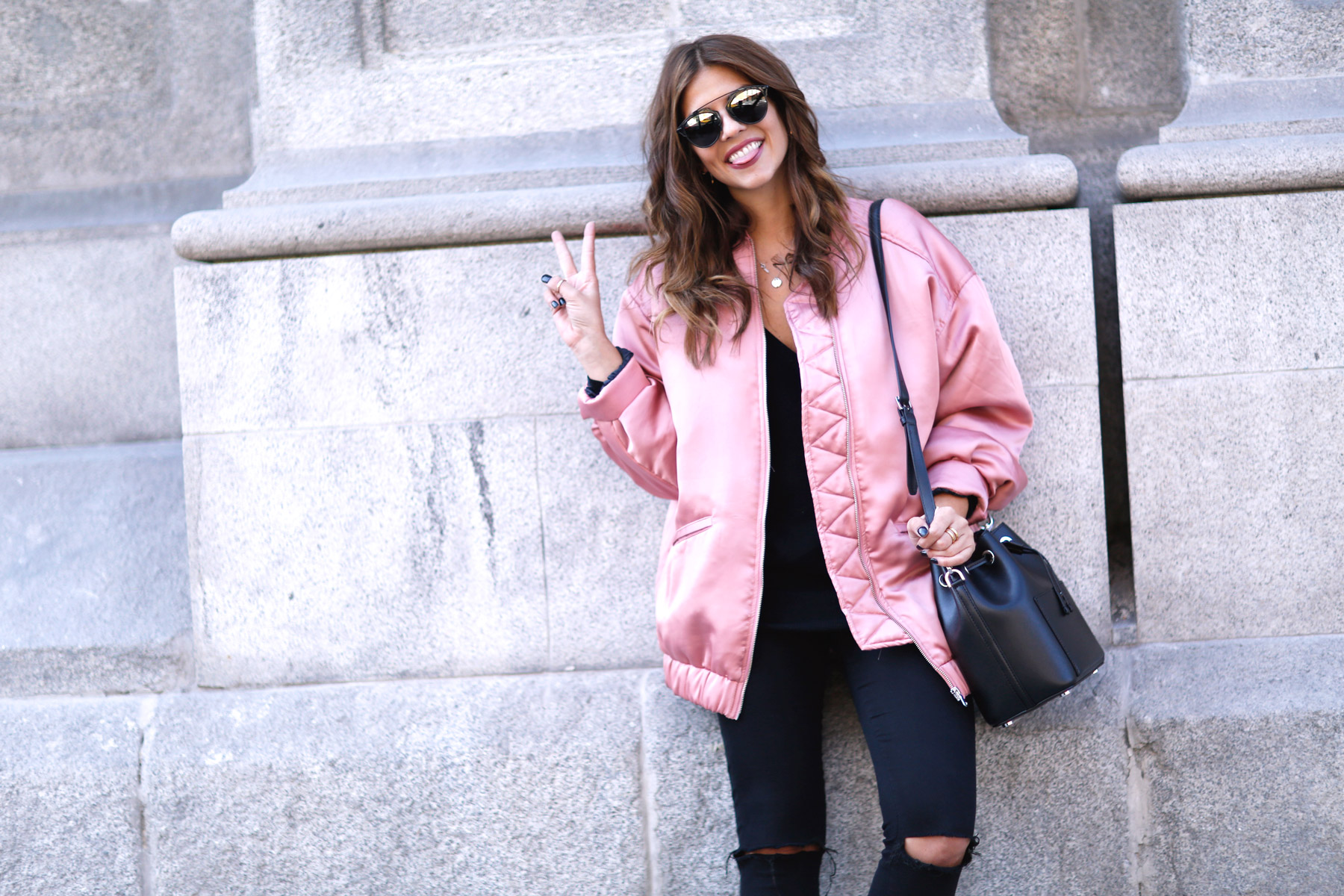trendy-taste-look-street-style-otono-invierno-2016-bomber-rosa5
