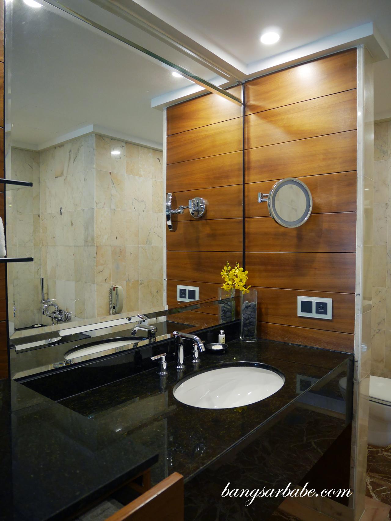 Mandarin oriental singapore bangsar babe - Bathroom cabinets singapore ...