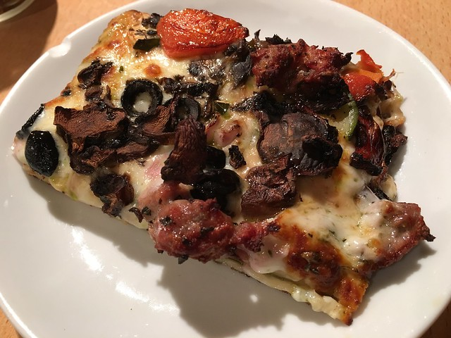 Sausage and veggie pizza - Il Canto Cafe