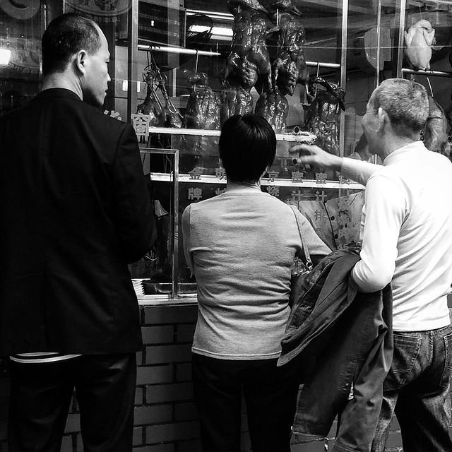 #bnw_life #blackandwhite #blackandwhitephoto #istillshootfilm #monochrome #monochromephotography #streetphotography #noiretblanc #bnw_society #vidasreais #pretoebranco  #film #monochromatic #canonf1 #neopan100 #streetphoto #canon