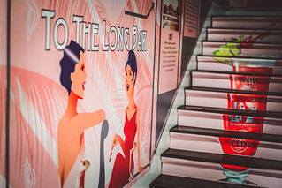Long Bar की छवि. singapore singaporesling raffleshotel longbar thelongbar homeofsingaporesling tothelongbar