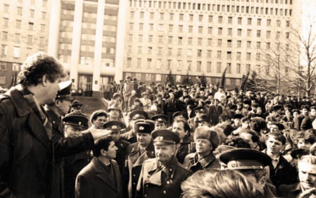 Ministrul_Afacerilor_Interne_al_RSSM_Vladimir_Voronin_dand_indicatii_militiei_moldovenesti_romaniabreakingnews_ro