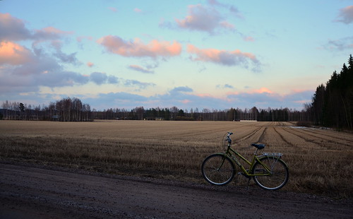 road sunset nature field bike bicycle clouds suomi finland landscape evening countryside spring tie maisema ilta polkupyörä luonto pilvet auringonlasku kevät tunturi maaseutu pelto hiekkatie pyörä