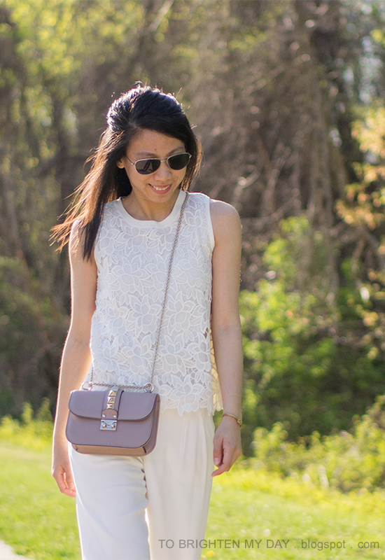 trench coat, white lace sleeveless top, white trousers, crossbody nude studded bag