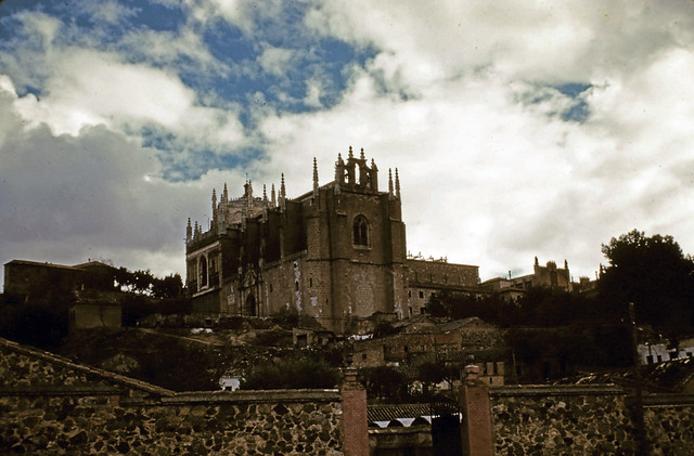 San Juan de los Reyes en Toledo entre octubre y noviembre de 1960. Fotografías de Joseph Jacobson y Maria del Carmen Rivero Hernández .