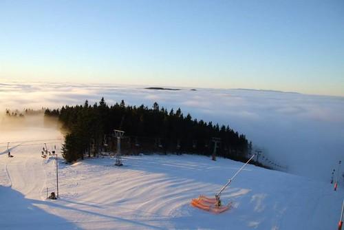 Zalyžujte si v DEŠTNÉM v Orlických horách s 30% slevou během zimní sezony 2015/2016