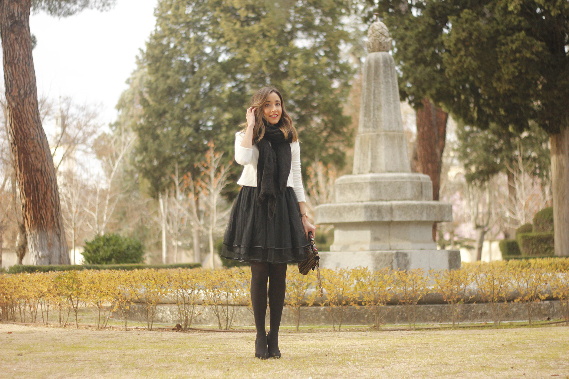 black tulle skirt white sweater black scarf outfit heels14
