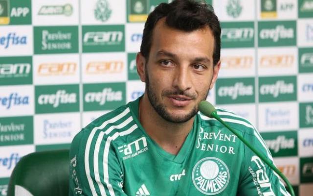 Les�o na panturrilha tira Edu Dracena do Palmeiras por at� tr�s semanas