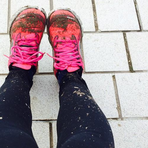 2016フルマラソンMJ 泥んこ足