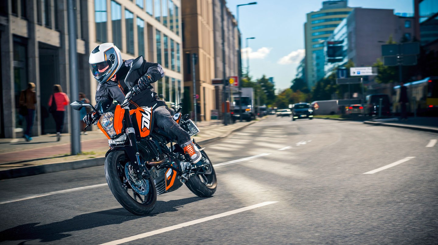125 ktm duke onroad price