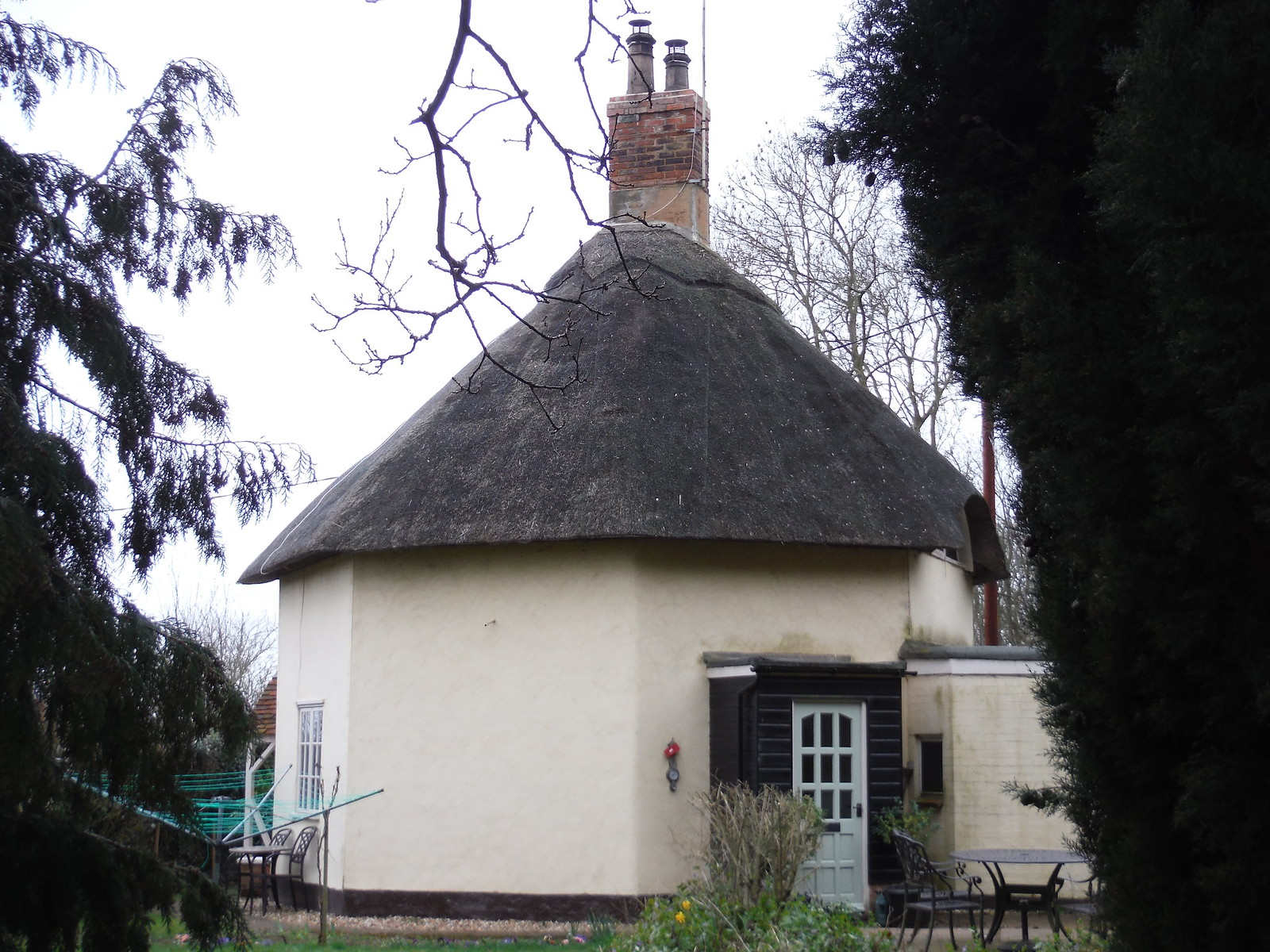 Octagonal House on the Greensand Ridge Walk SWC Walk 231 Flitwick Circular