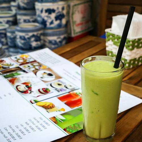 Yummy avocado juice, Hanoi, Vietnam ハノイのアボカドジュース