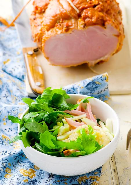 Салат с копченым окороком и картофельной заправкой