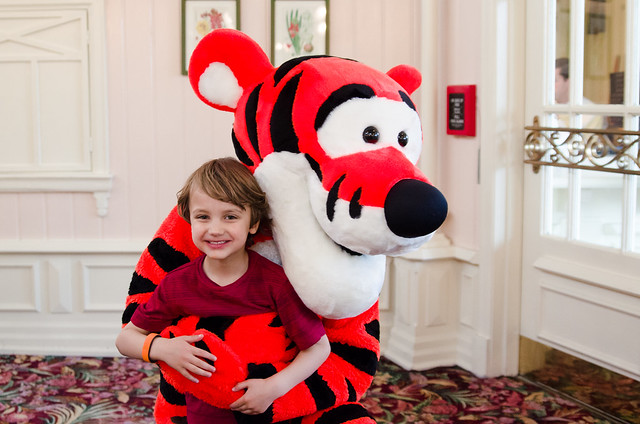 20160415-Disney-Vacation-Magic-Kingdom-Day-1-Tigger-0885