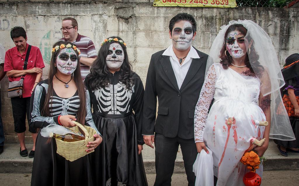 Dia de Muertos Costumes