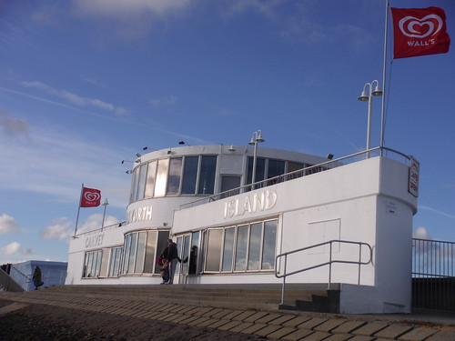 The Labworth Restaurant and Beach Bistro (viewed from the east), Canvey Island