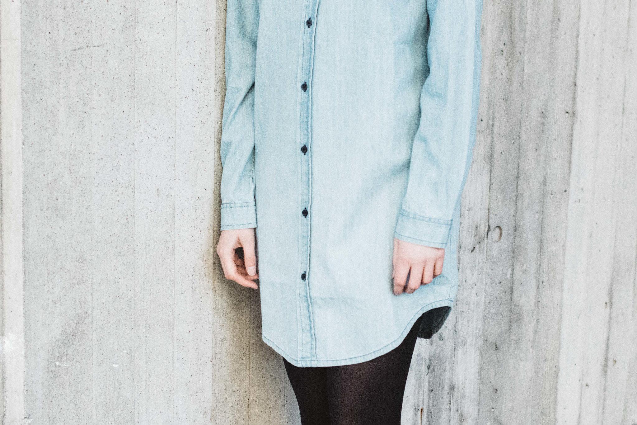 Denim Shirt Dress for Oonas shot by Lauren O'Neil on juliettelaura.blogspot.com