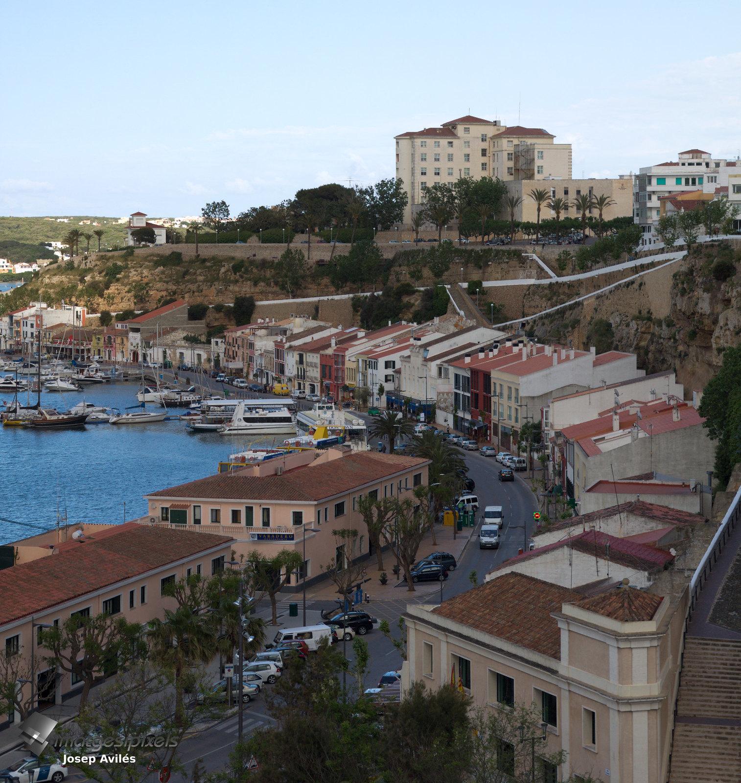 Port de Maó i vista parcial de la ciutat