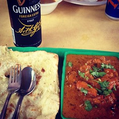 Hawker stall butter chicken garlic cheese naan and a Guinness Foreign Extra in Little India #Singapore Lunch done right (and for $6). #foodpics