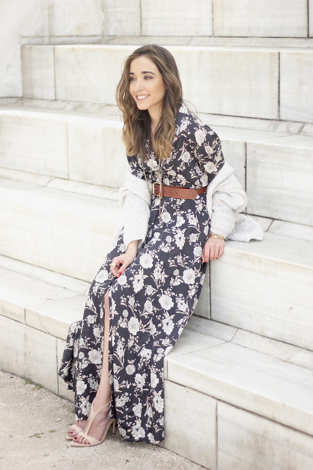 Maxi dress with floral print nude sandals beige cardigan outfit08