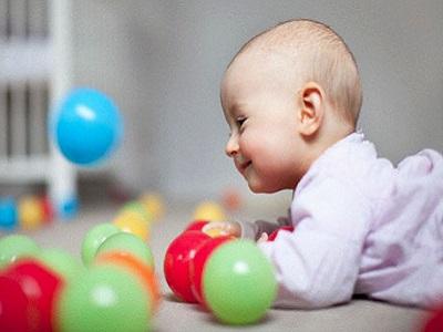 Khám sức khỏe định kỳ cho trẻ sơ sinh: Bé 6 tháng tuổii