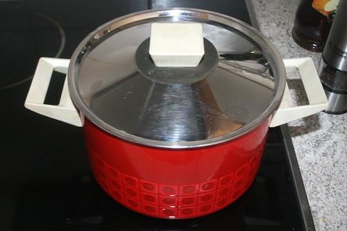 11 - Wasser für Nudeln aufsetzen / Bring water for noodles to a boil
