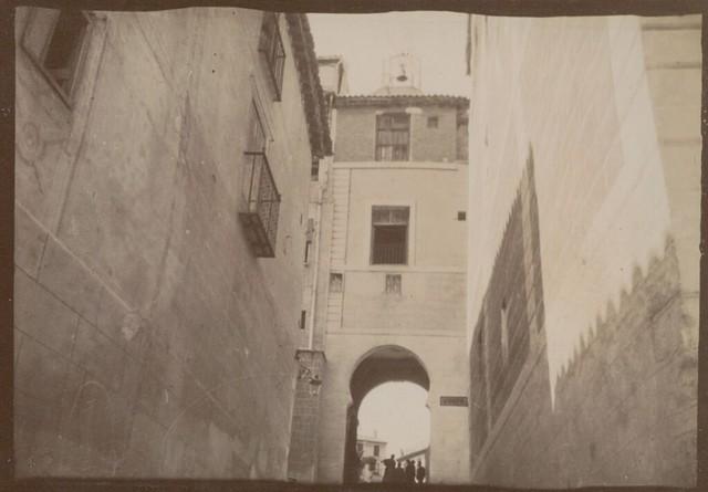 Arco de la Sangre en Toledo hacia 1909